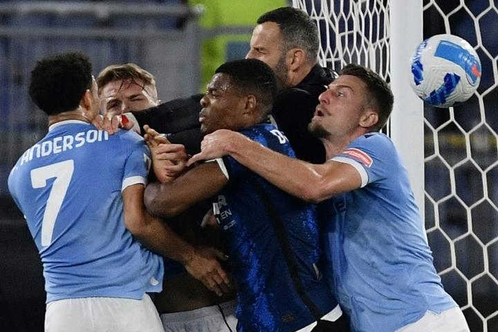 Inter Milan were furious after Felipe Andersons goal. AFP