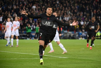 PSG scrape victory with late Mbappe penalty.