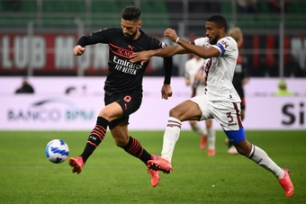 Olivier Giroud (L) has scored four Serie A goals since moving to AC MIlan. AFP