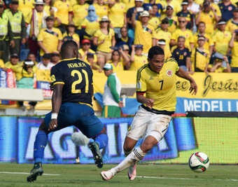 Colombias Carlos Bacca (R) and Ecuadors Gabriel Achilier vie for the ball during their Russia 2018 FIFA World Cup South American Qualifiers football match in Barranquilla, Colombia, on March 29, 2016