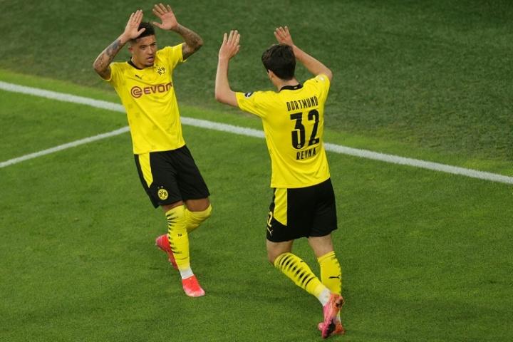 Giovanni Reyna (R) scored twice as Dortmund beat Kiel 5-0. AFP