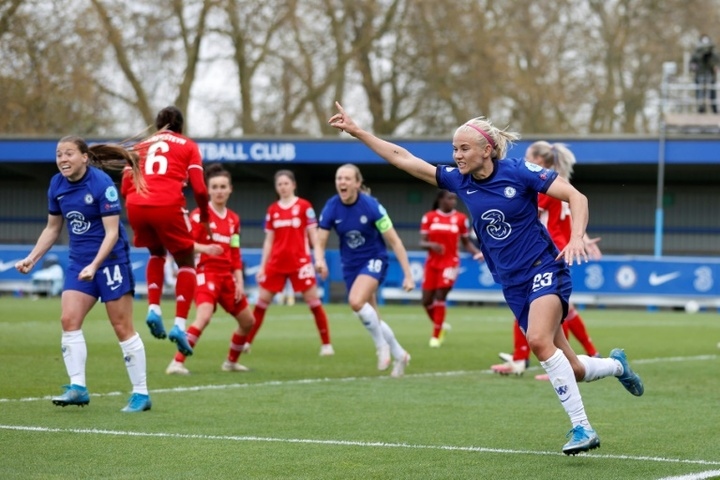 Pernille Harder (R) scored as Chelsea made Women's CL final. AFP