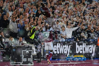 Moyes hopes it is the last waltz for Hammers recordbreaker Antonio. AFP