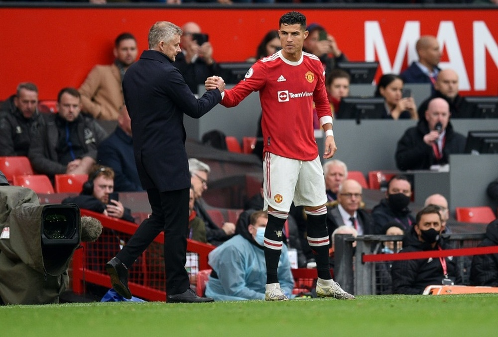 Ferguson says Man Utd must pick 'best players' after Ronaldo benched