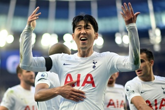 Son carries the load for Spurs amid Kane drought