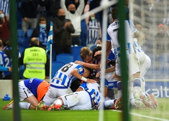 Real Sociedad's players celebrated after Julen Lobete scored his teams winner against Mallorca. AFP