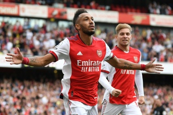 Aubameyang (L) scored the only goal as Arsenal beat Norwich 1-0. AFP