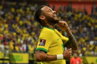 Foot: Neymar retrouve le sourire, doublé pour Raphinha. AFP