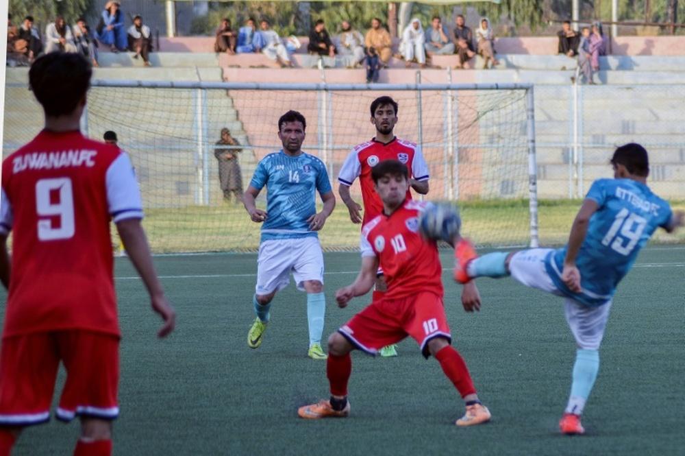 Le Royaume-Uni accueillera 35 footballeuses de l'équipe afghane junior. AFP