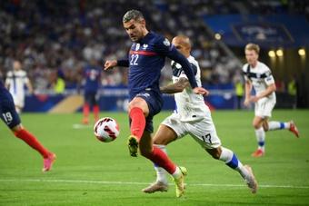 Le défenseur français Théo Hernandez contre la Finlande. AFP