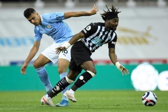 Interdiction temporaire des contrats de sponsoring entre les clubs et leur propriétaire. AFP