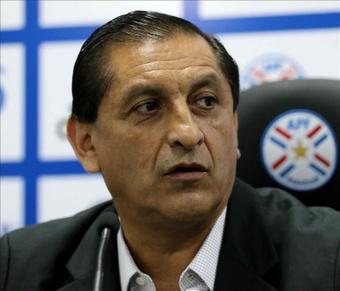 El director técnico de la selección paraguaya, el argentino Ramón Díaz, habla durante una conferencia de prensa, hoy miércoles 28 de octubre de 2015, en Asunción. EFE