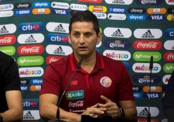Costa Rica trabajó la táctica para jugar ante Estados Unidos. EFE