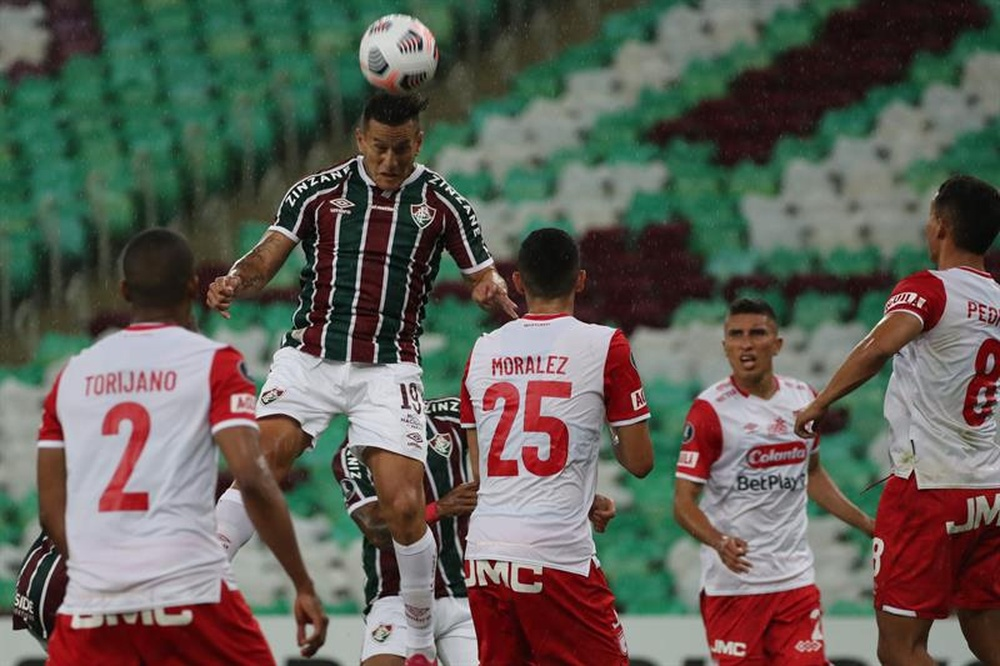 Fluminense toma el liderato por la fuerza. EFE