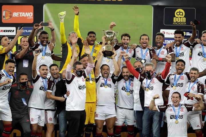 Flamengo ganó con claridad a Fluminense. EFE