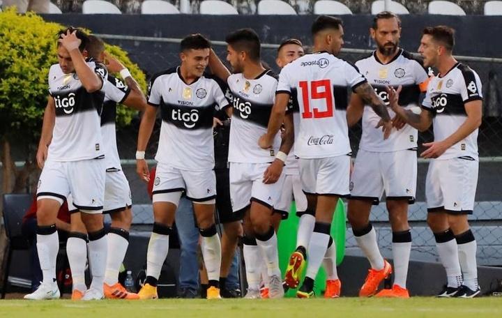 Olimpia venció 1-2 a River Plate. EFE