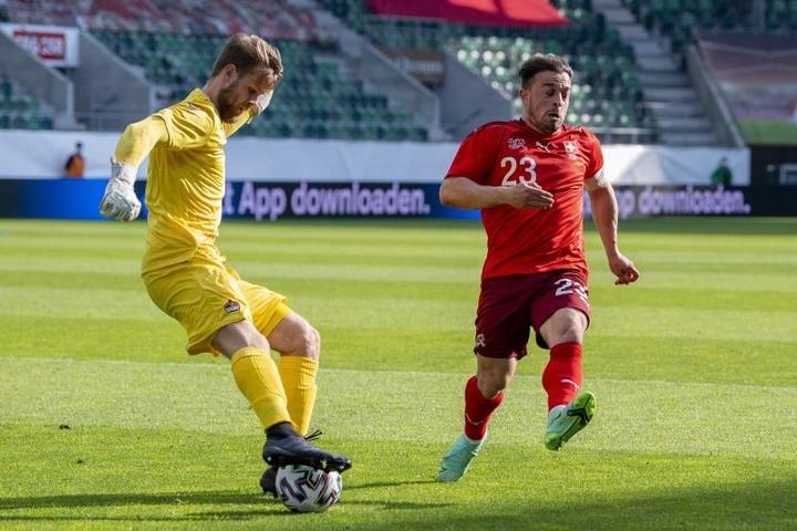 Gavranovic y Suiza le revientan la puerta a su humilde vecino. EFE