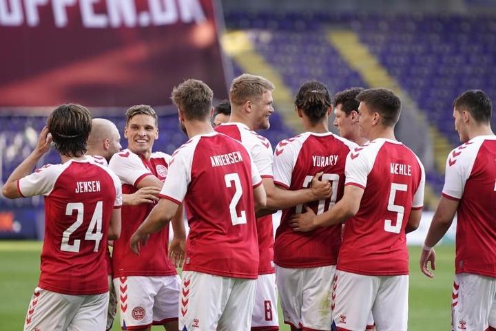 Braithwaite y Cornelius alegran a Dinamarca el aperitivo de la Eurocopa. EFE