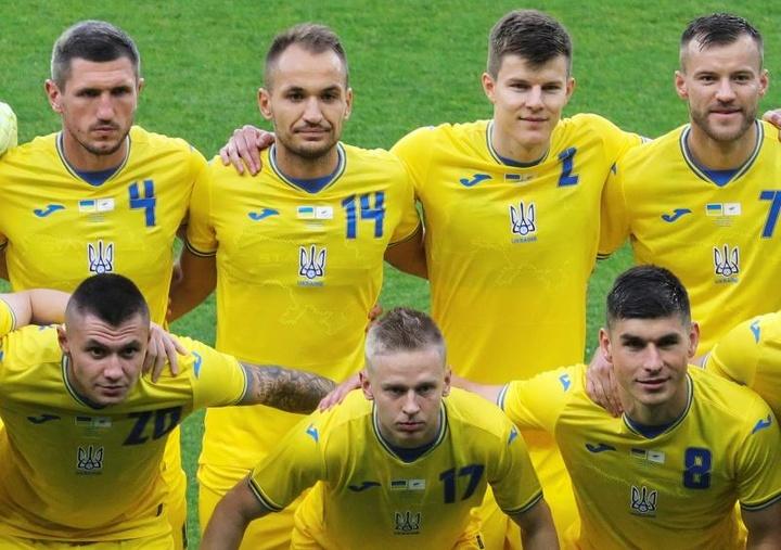 Ucrania golea y llega enchufada a la Eurocopa. EFE