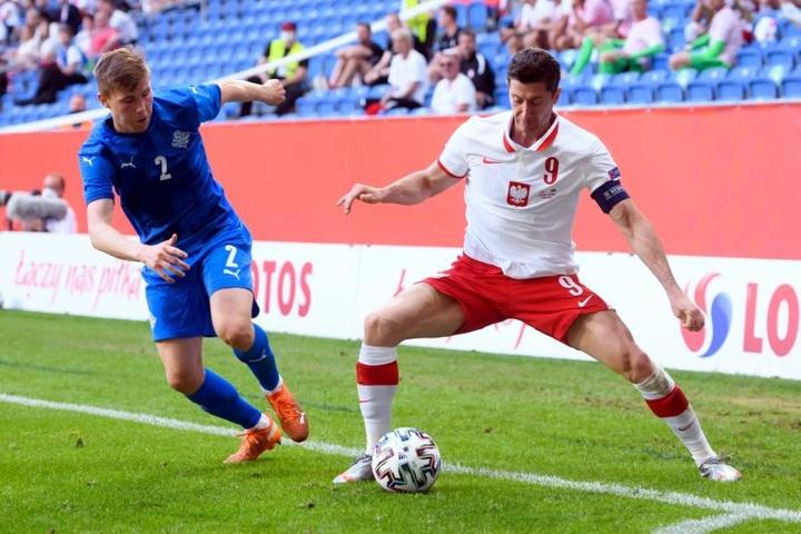 Polonia e Islandia empataron. EFE
