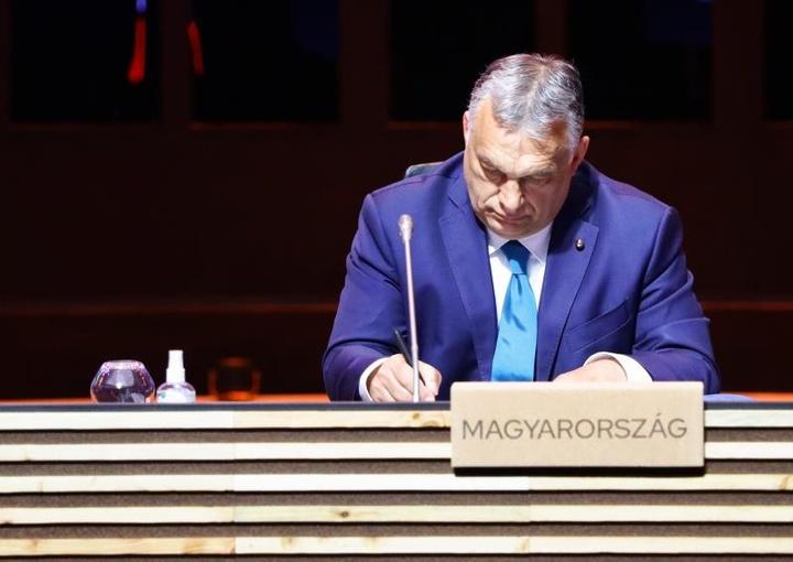 Orbán justificó el abucheo a Irlanda por arrodillarse. EFE/EPA/VIOLETA SANTOS MOURA/POOL/Archivo