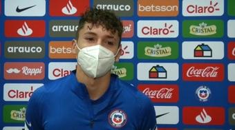 Luciano Arriagada, feliz por su debut pese a la ocasión fallada. EFE