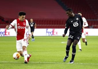 Lisandro Martinez (i) ha sonado para dejar el Ajax. EFE/EPA/Archivo