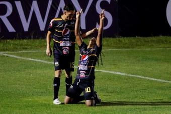 Medrano rescató un empate muy valioso para Once Deportivo. EFE
