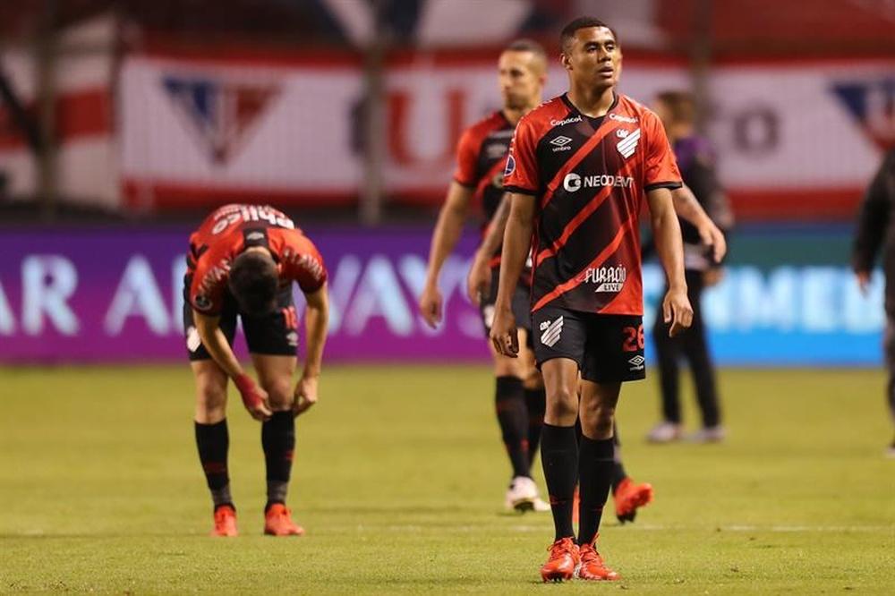 Paranaense, ante sus fantasmas y Liga de Quito. EFE