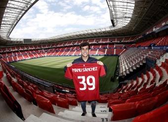 Manu Sánchez volverá a vestir la camiseta de Osasuna. EFE