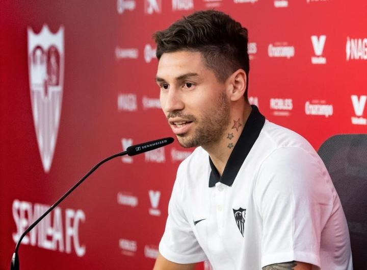 Montiel podría debutar con el Sevilla ante el Elche. EFE