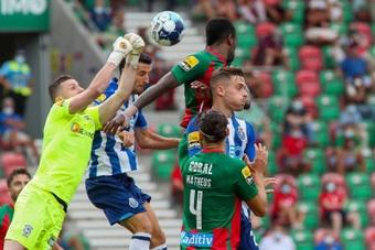 Portugal aumenta el aforo al 50% en los estadios. EFE