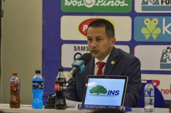 Rodolfo Villalobos, presidente de la Fedefutbol, apoyó realizar un Mundial cada dos años. EFE