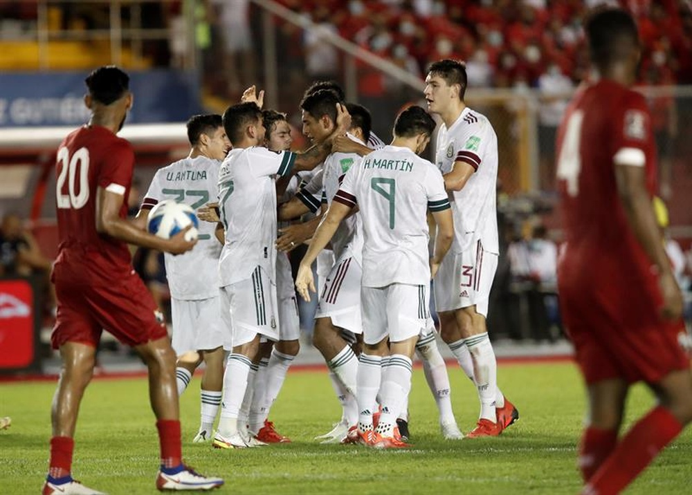 México lidera la clasificación, pero tiene a varios perseguidores al acecho. EFE