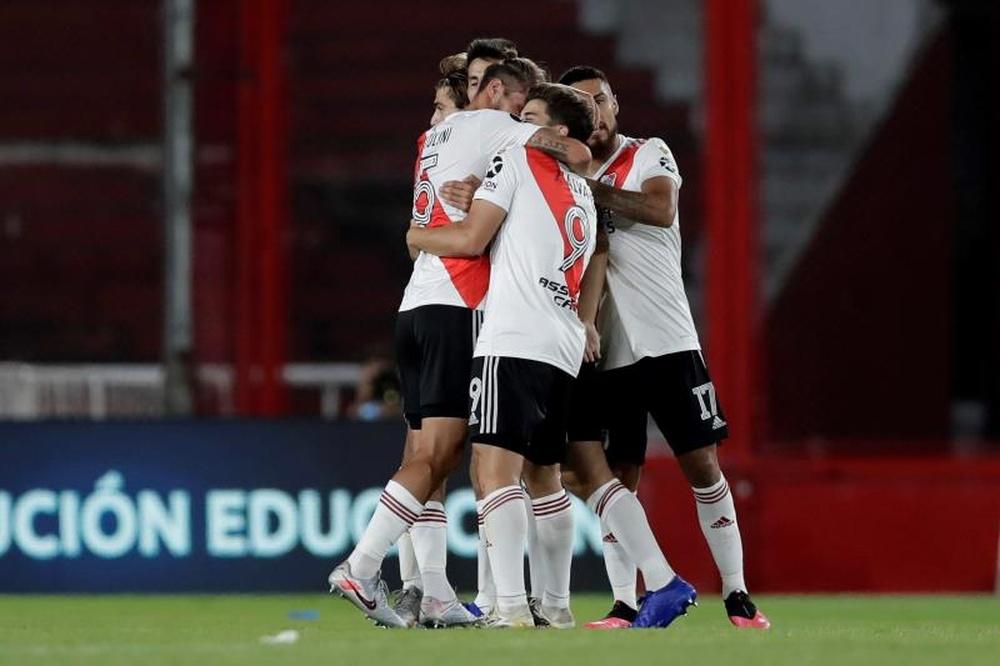 River Plate intentará arrebatarle el liderato a Talleres y Lanús. EFE