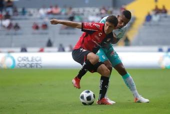 El peruano Santamaría anotó en triunfo del Atlas. EFE