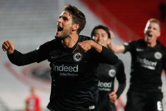 Paciencia le dio la victoria al Eintracht Frankfurt en el minuto 91. EFE