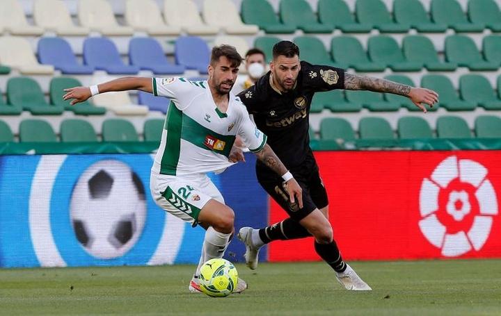El futbolista, único central disponible para Escribá. EFE