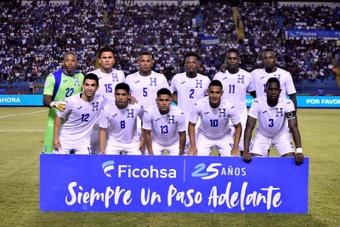 Honduras y Costa Rica buscan alejar a su adversario de la cuarta plaza. EFE