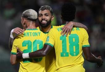 Brasil sigue en 'modo crucero', Argentina cede terreno y Ecuador es el invitado sorpresa. EFE