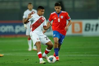 Tapia y Flores regresan a sus clubes lesionados. EFE