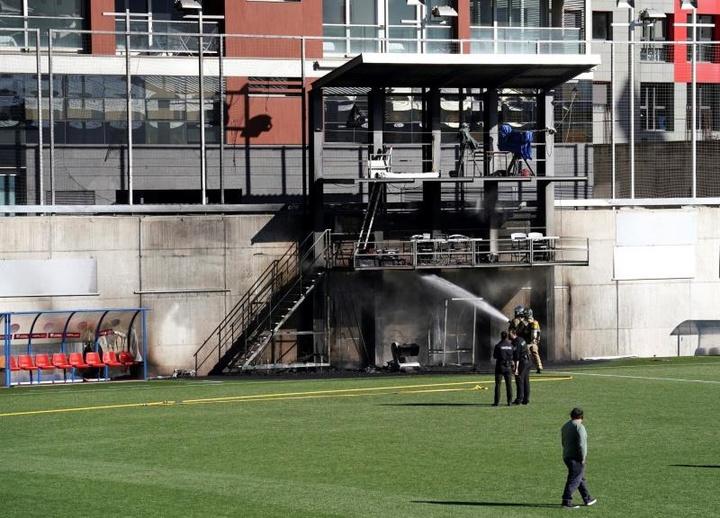 Pese al incendio, el Andorra-Inglaterra se jugará. EFE