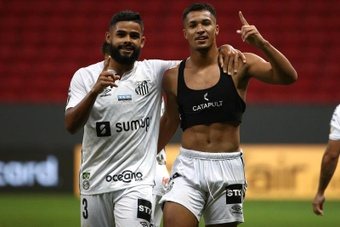 Santos venció 1-0 a Gremio en la jornada 25 del Brasileirao. EFE
