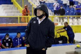 Hugo Pérez admitió la superioridad del rival. EFE