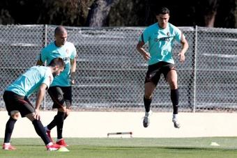 Fernando Santos no tiene claro si le hará volver ya o no al Liverpool. EFE