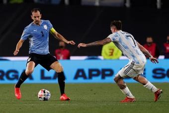 Uruguay perdió por 3-0 ante Argentina. EFE