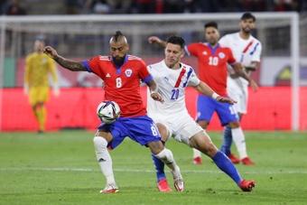 Vidal admitió que se juegan la vida ante Venezuela. EFE