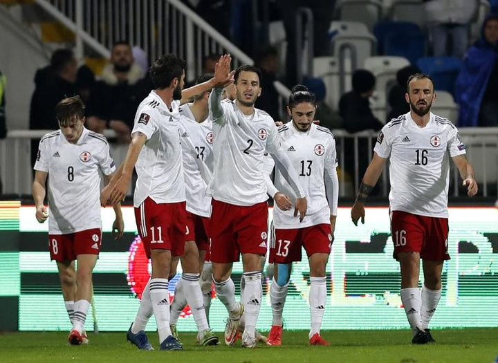 Davitashvili le da a Georgia la 'final' por todo lo bajo. EFE