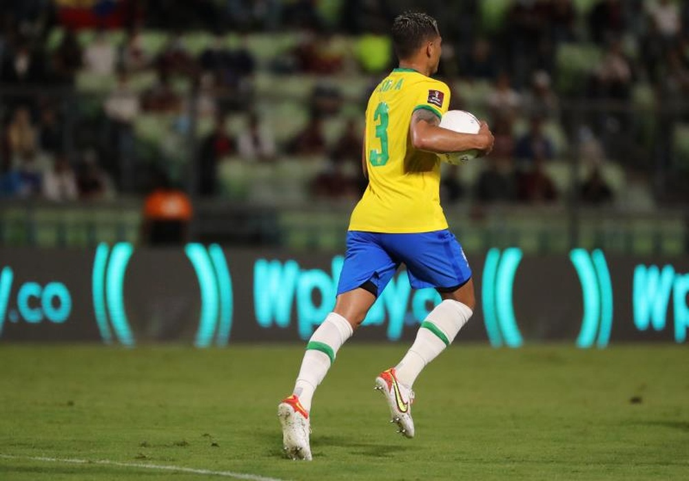 Thiago Silva salió en defensa de Neymar. EFE