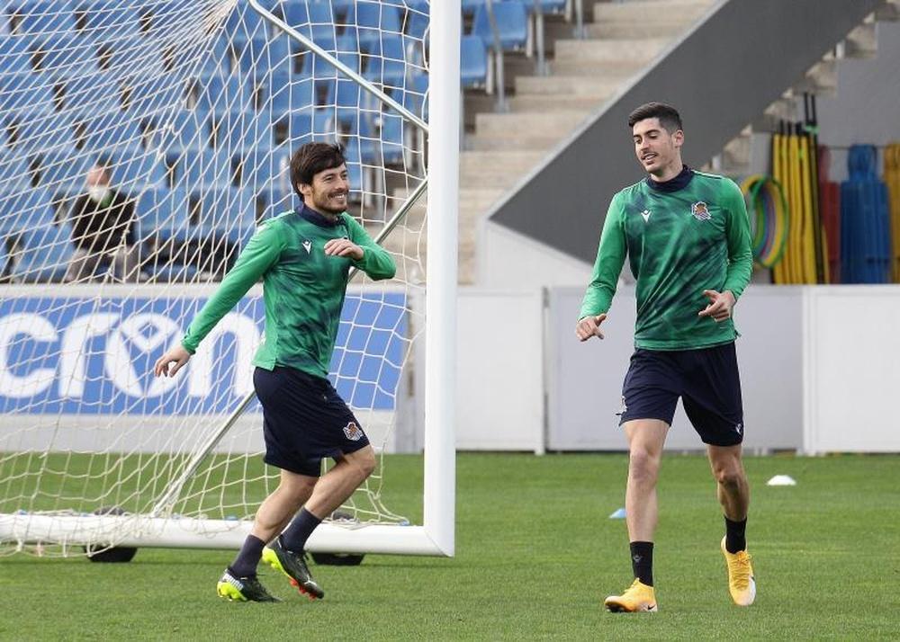 La Real recupera la sonrisa con Silva. EFE